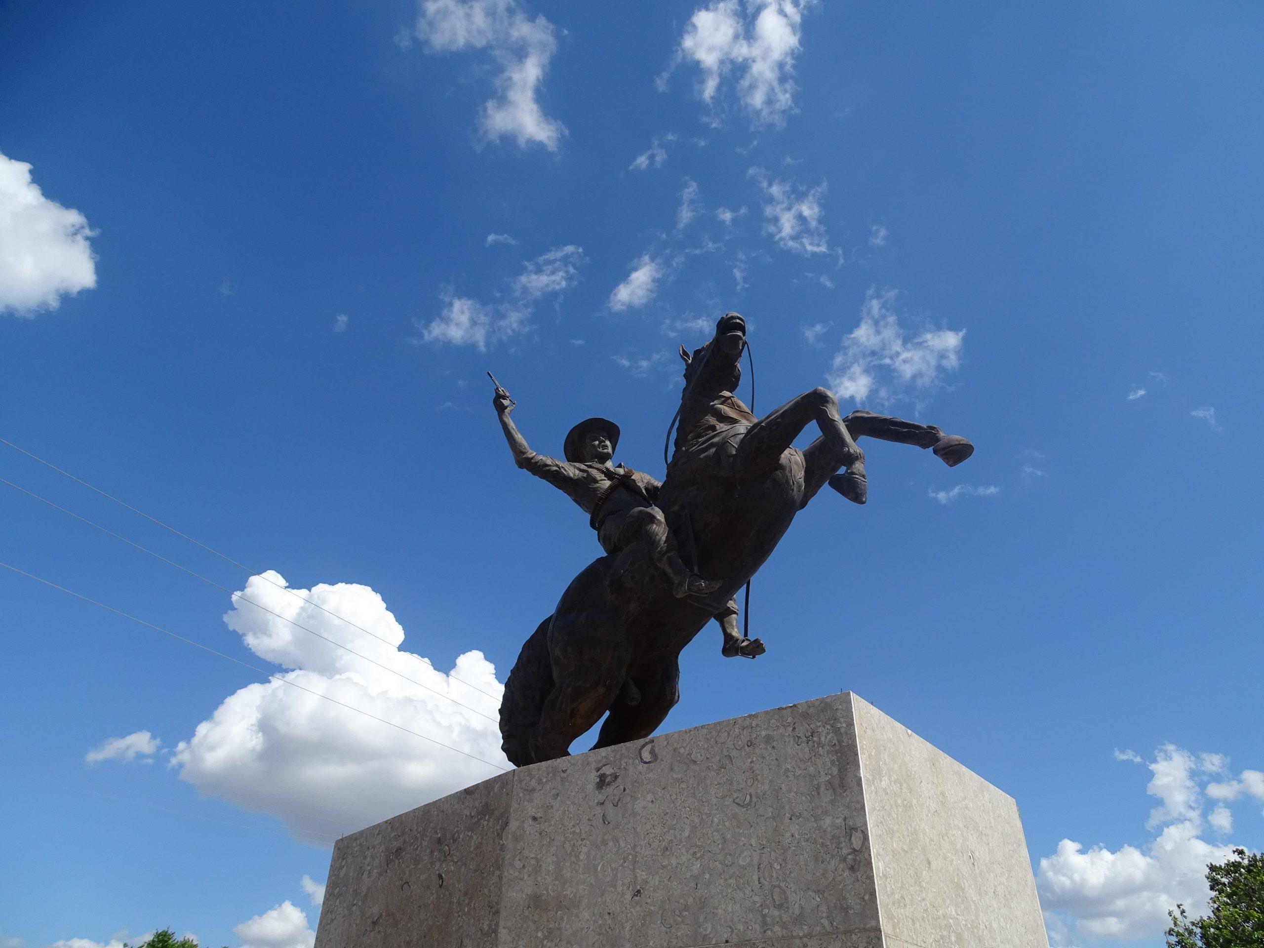 Monumento homenaje a Guadalupe Salcedo ubicado en Maní. Casanare. Foto de Lorena Chávez. Enero de 2019.
